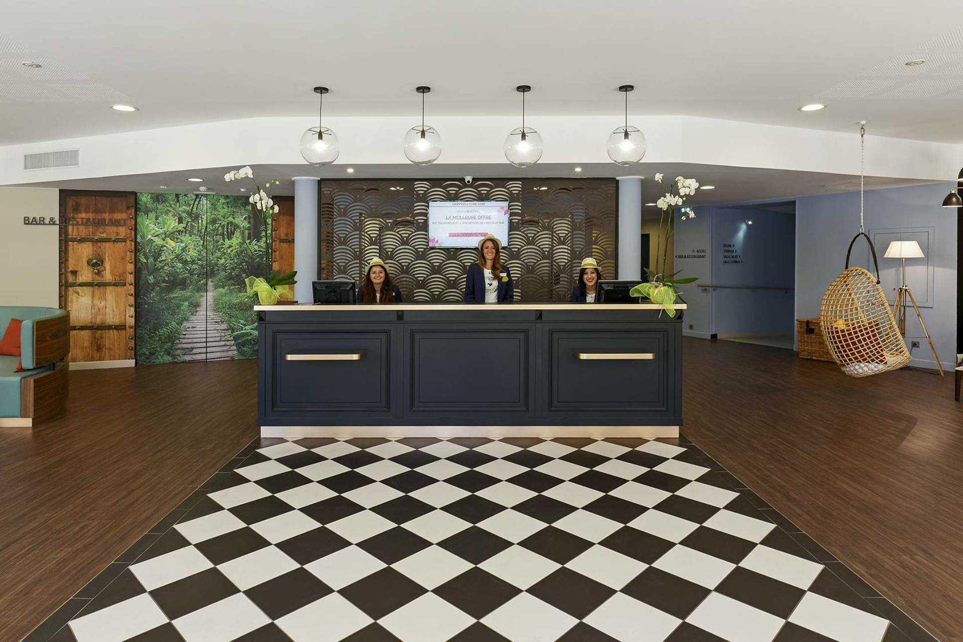 hotel_birdy_by_happyculture_reception-2.jpg